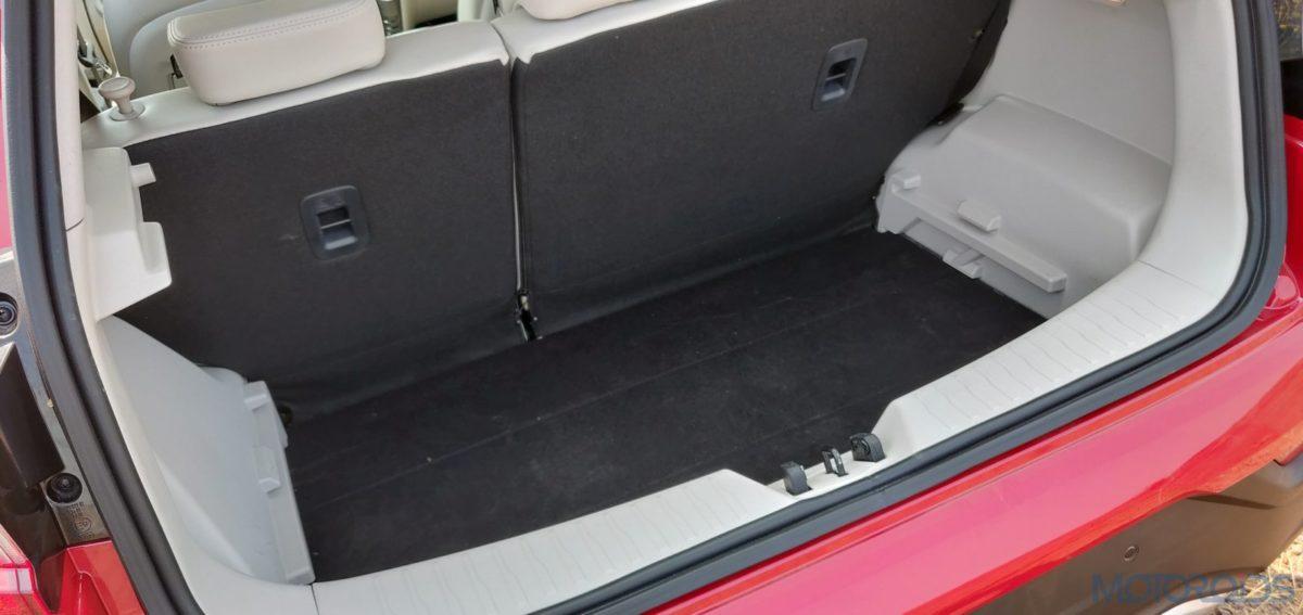 Mahindra XUV 300 W8 Diesel boot space top view (33)