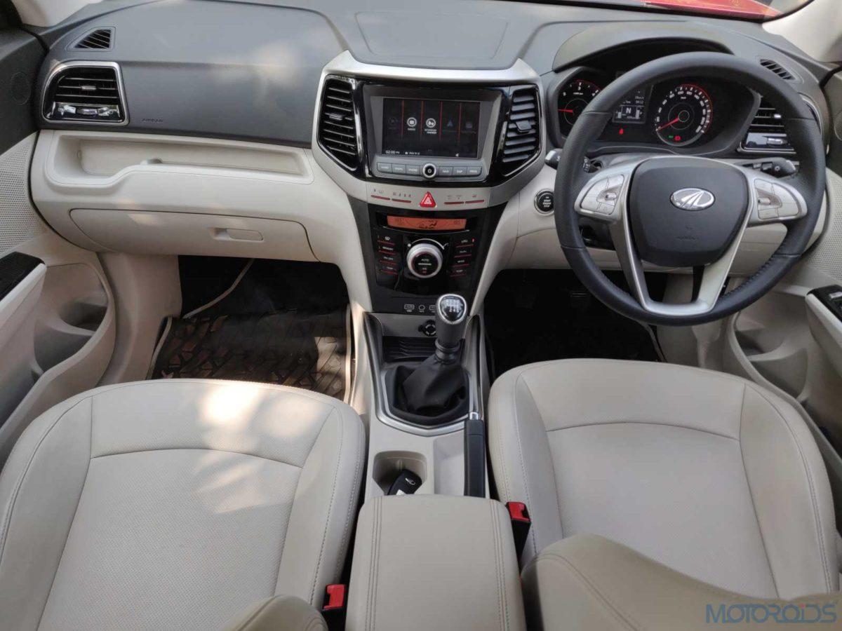 Mahindra XUV 300 W8 Diesel cabin top view(54)