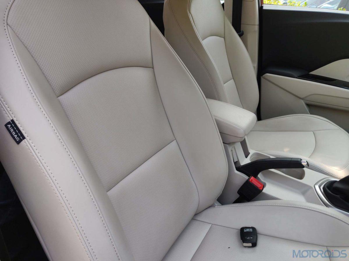 Mahindra XUV 300 W8 Diesel driver seat (85)