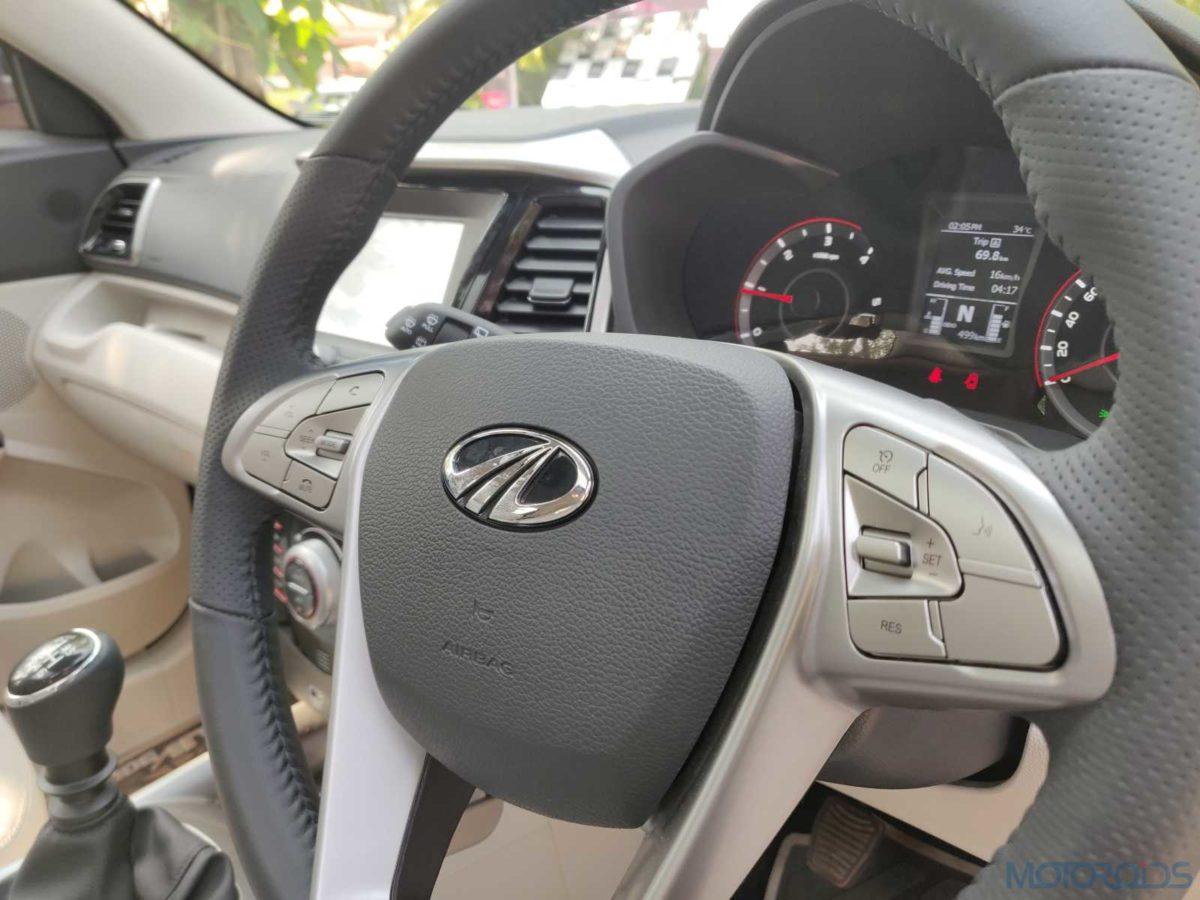 Mahindra XUV 300 W8 Diesel horn pad (92)