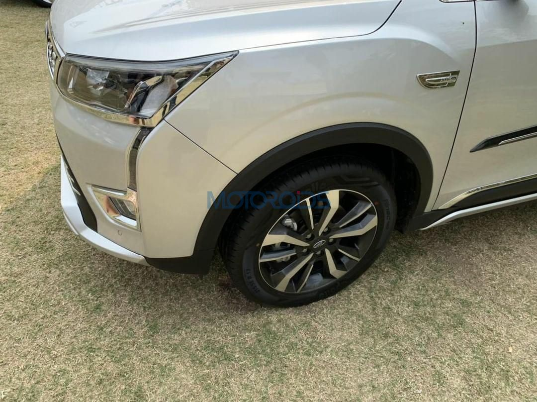 Mahindra XUV300 W8 accessories (2)