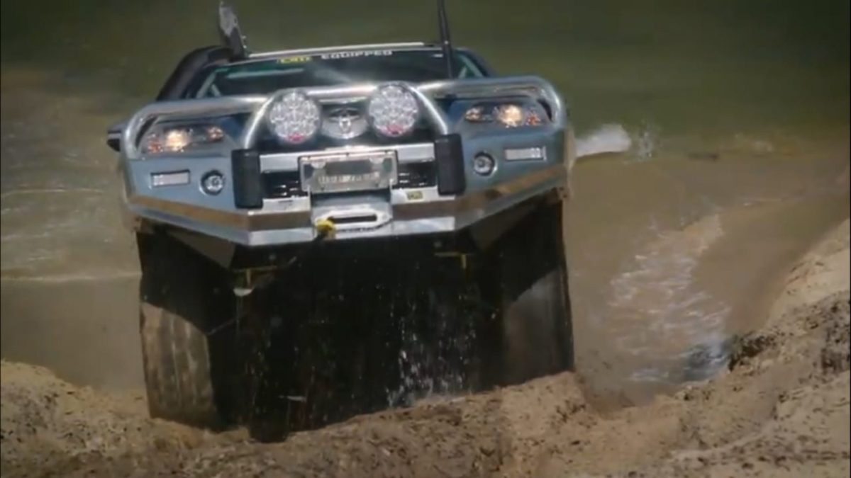 TJM 4×4 Equipped Fortuner climbing up