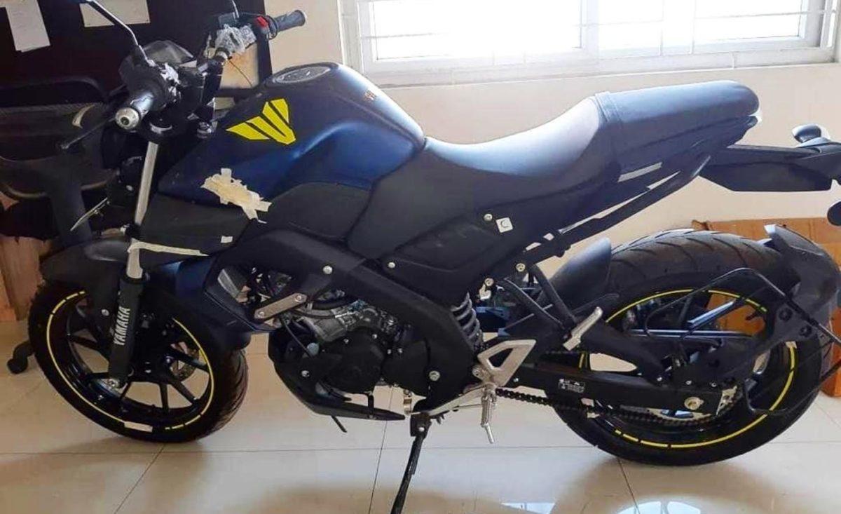 Yamaha MT 15 spied side