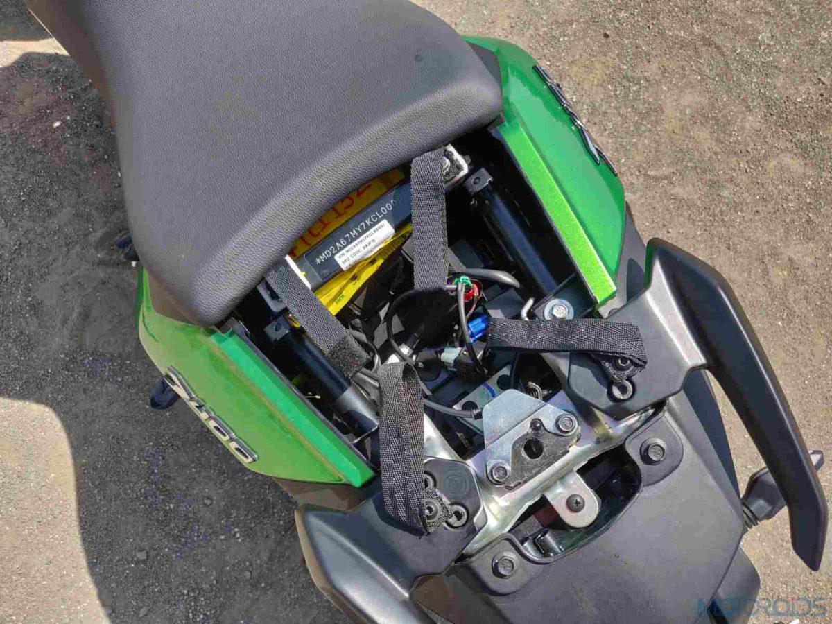 2019 Bajaj Dominar rear seat bungee straps