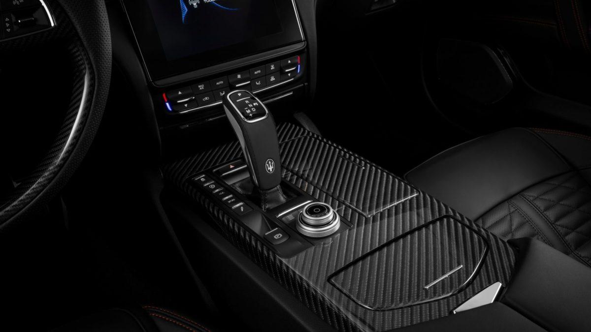 2019 Maserati Quattroporte gear lever