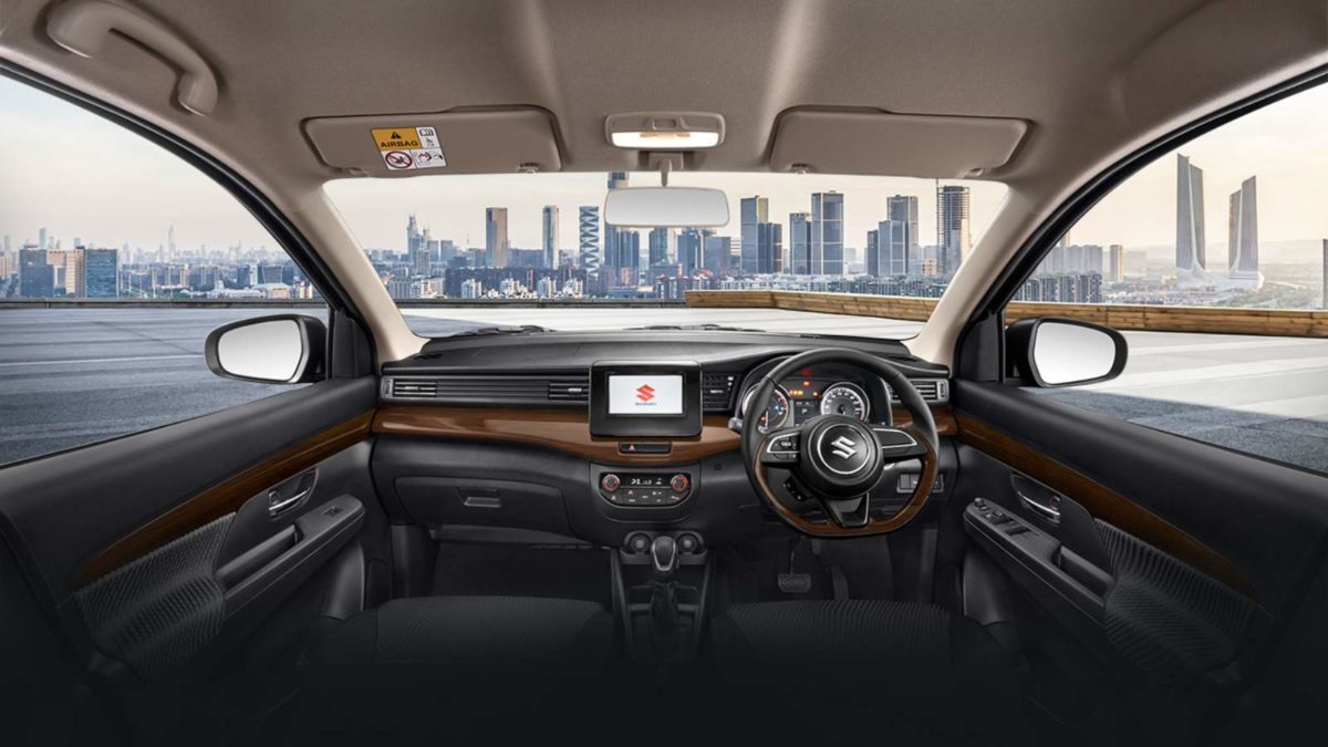 Ertiga Suzuki Sport interior dashboard