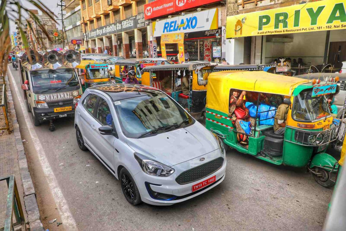 New Ford Figo in traffic (2)