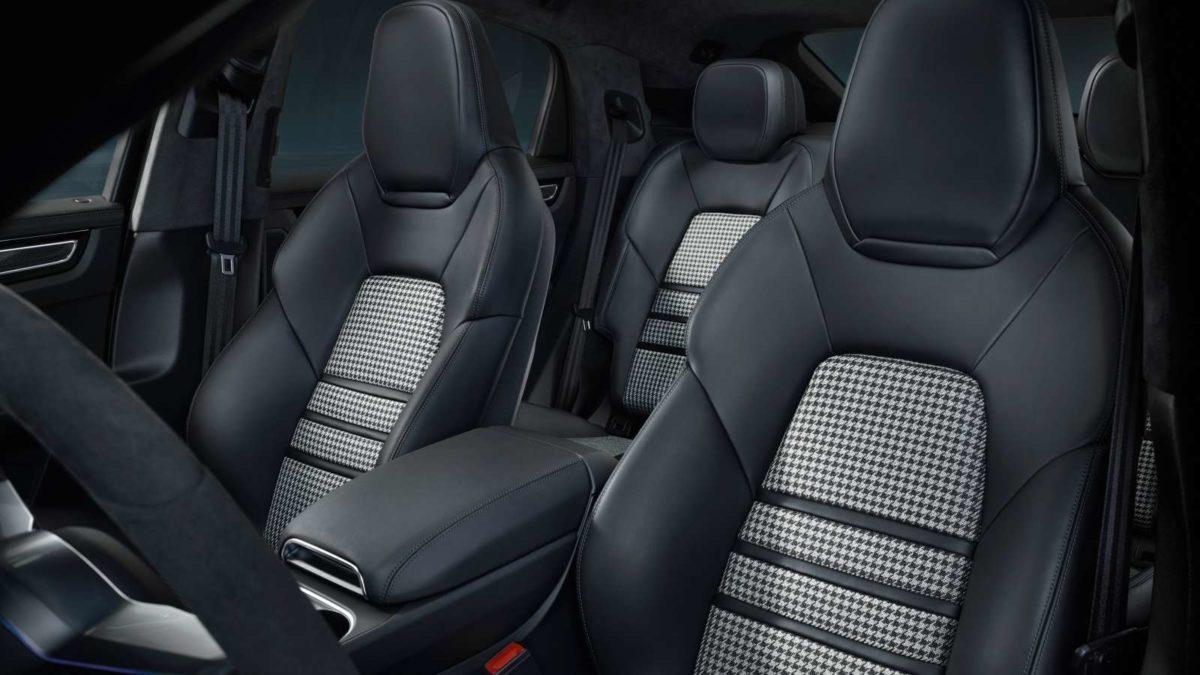 Porsche Cayenne Coupé interior rear