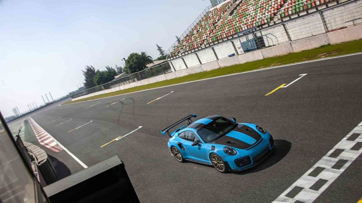 Porsche GT2 RS BIC record holder Start line top