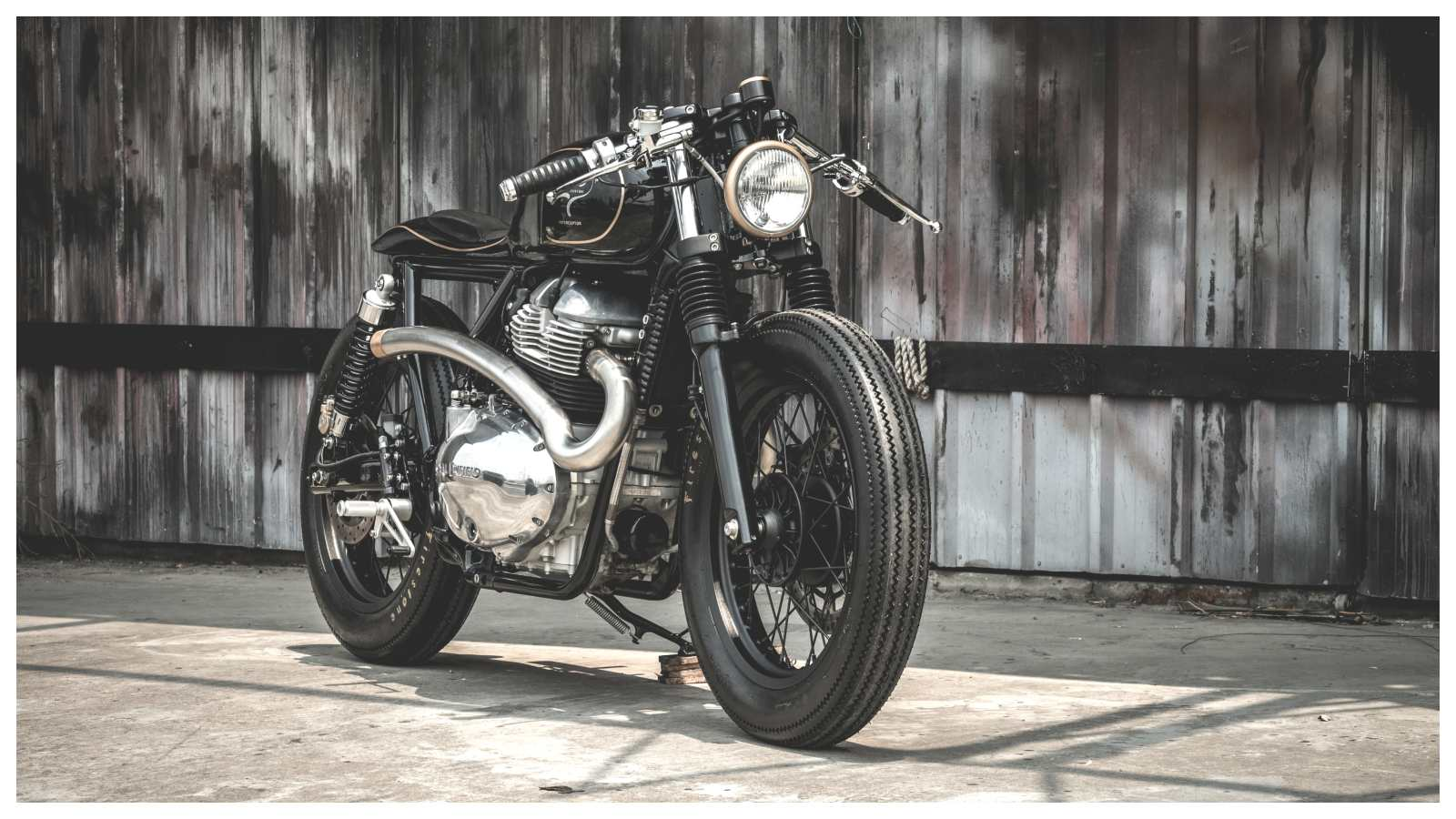 Zeus Customs Makes The Royal Enfield Interceptor 650 Travel Back In