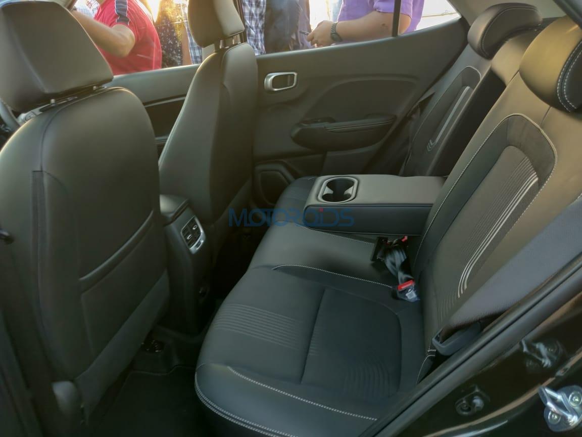 Hyundai Venue armrest rear