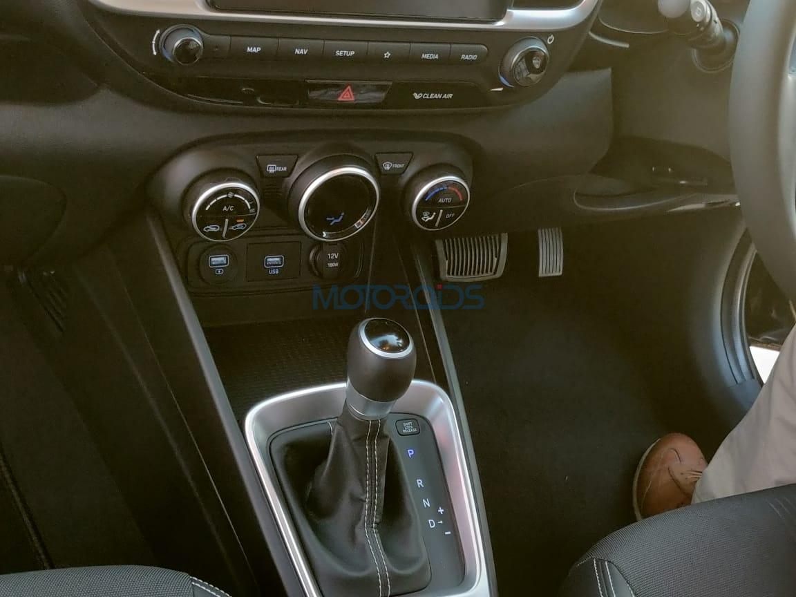 Hyundai Venue gear lever