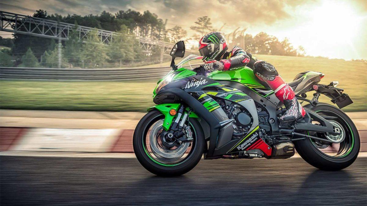 MY 2020 Kawasaki Ninja side rolling