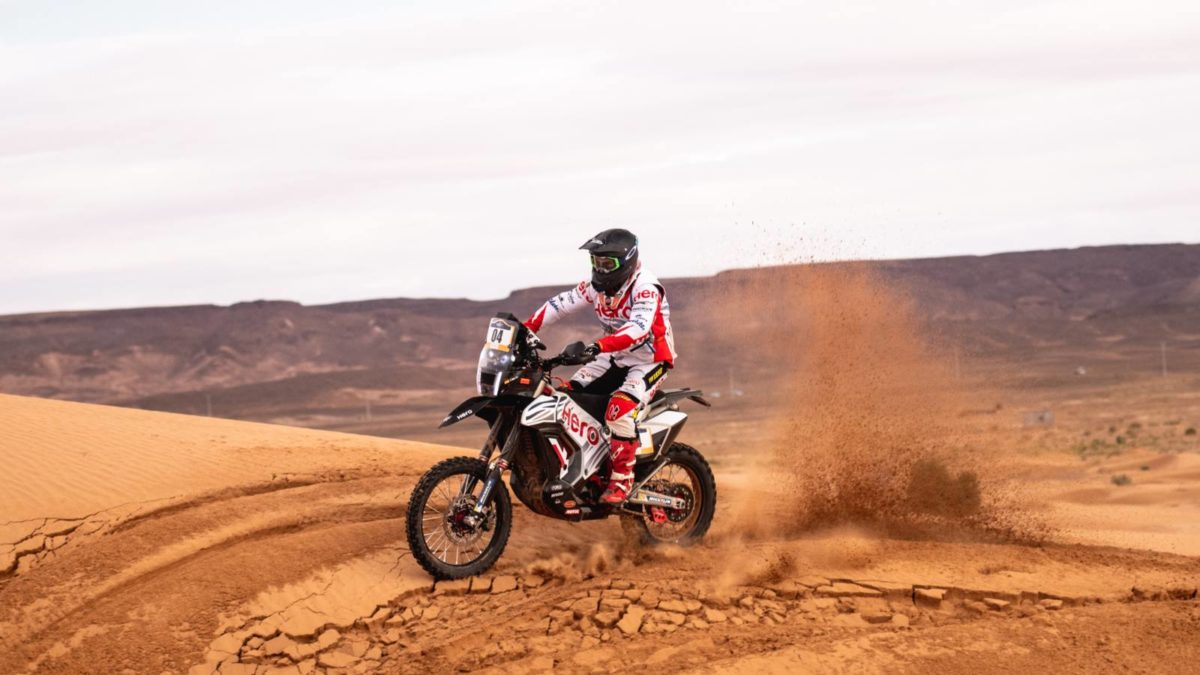 Oriol Mena riding in Merzouga Rally