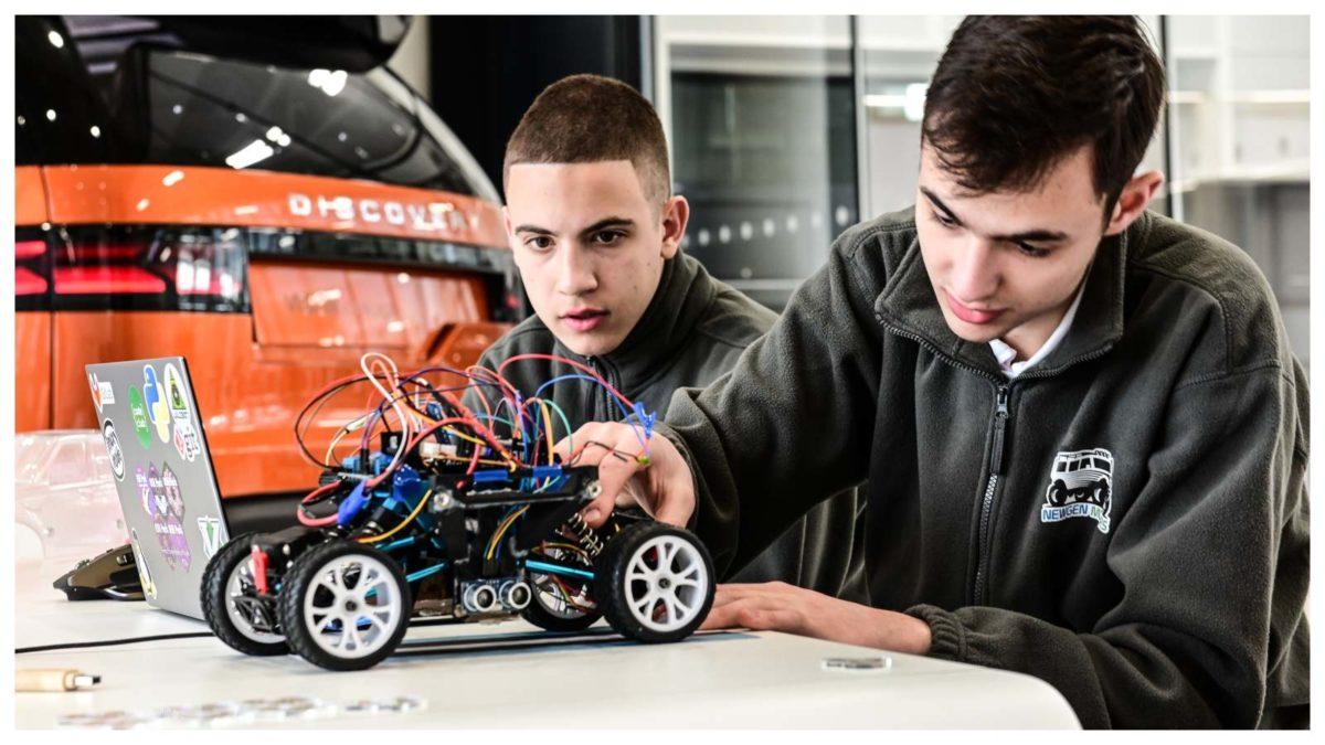 TEENAGERS SELF DRIVING FUTURE scale model Range Rover