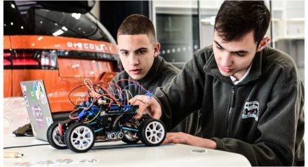 TEENAGERS SELF-DRIVING FUTURE scale model Range Rover