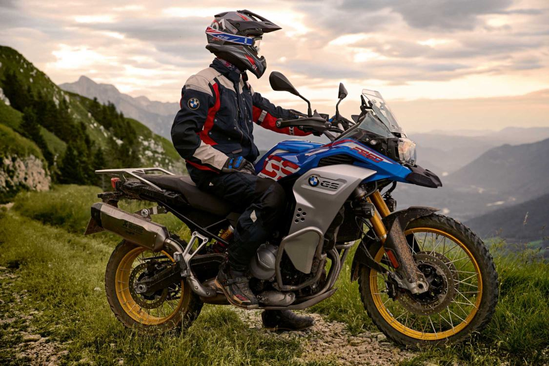 BMW F 850 GS Style Rallye side with rider