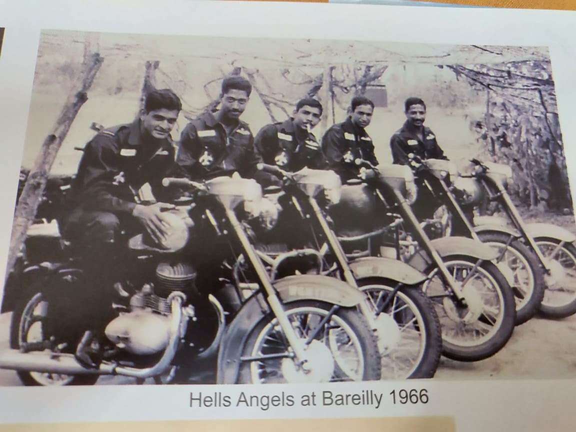 Hell's angels posing on old Jawas