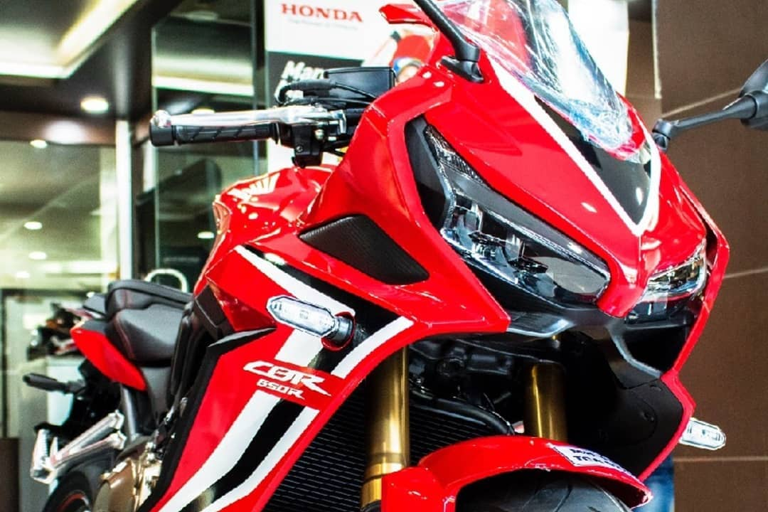 Honda CBR650R deliveries begin bike front quarter