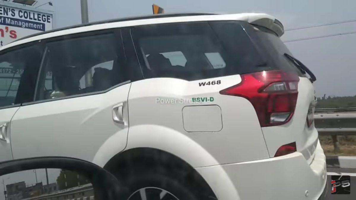 Mahindra XUV500 BSVI side fuel filler