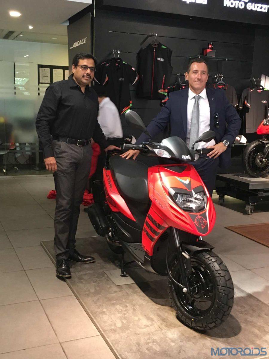 R L (Diego Graffi, Managing Director and CEO, Piaggio India & Ashish Yakhmi, Head of Two wheeler) (2)