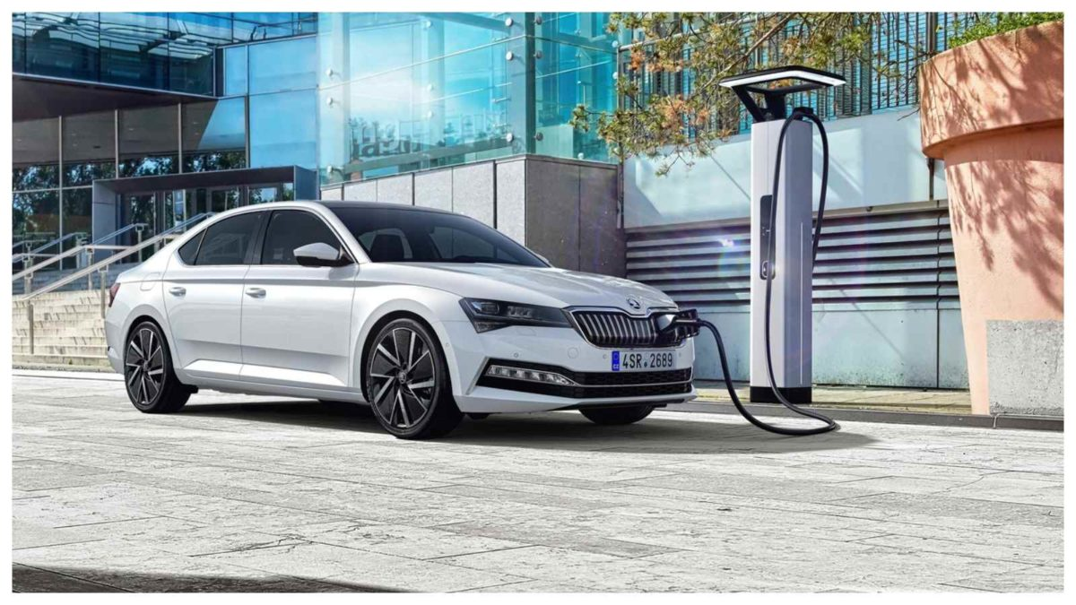 Skoda Superb charging side angle