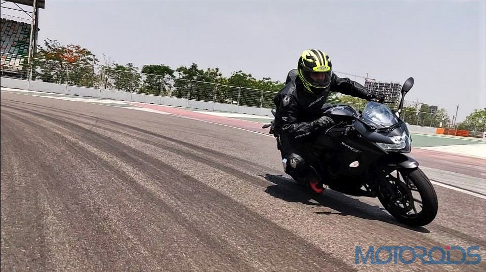 Suzuki Gixxer SF 250 First Ride Review Action Shots (2)