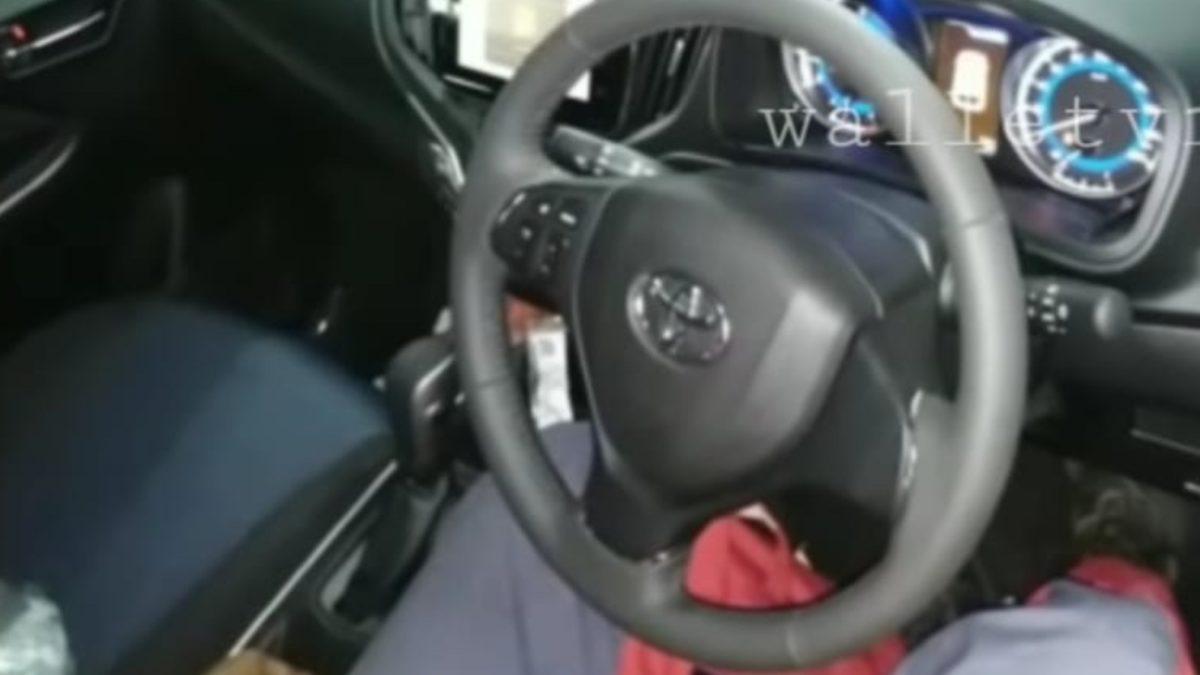 Toyta Glanza spied interior CVT gearbox