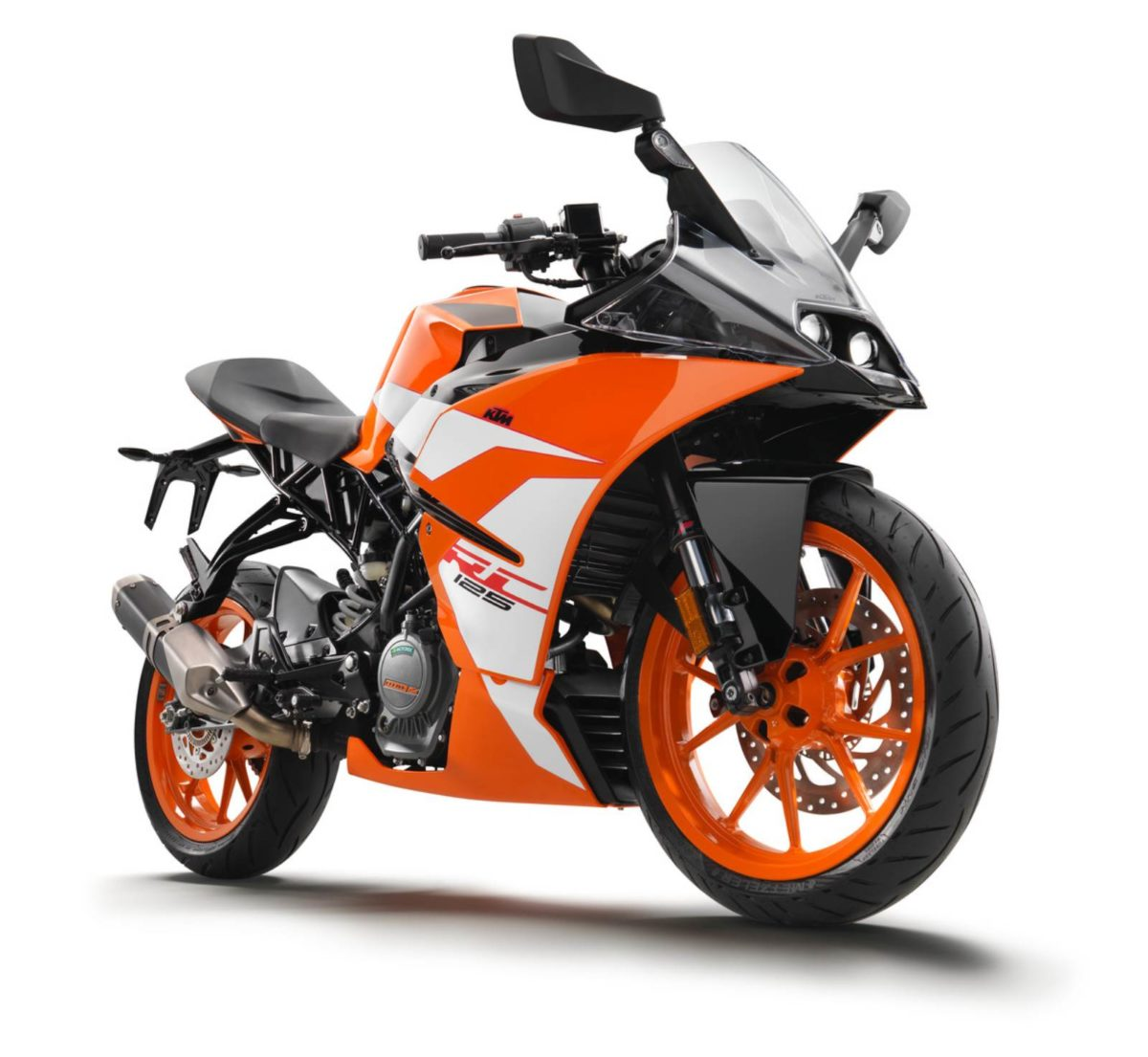 170638_KTM RC 125 front right MY 2017