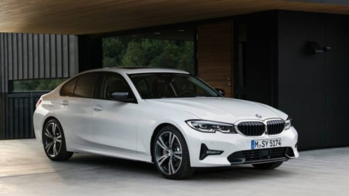 BMW G20 3 series front quarter featured