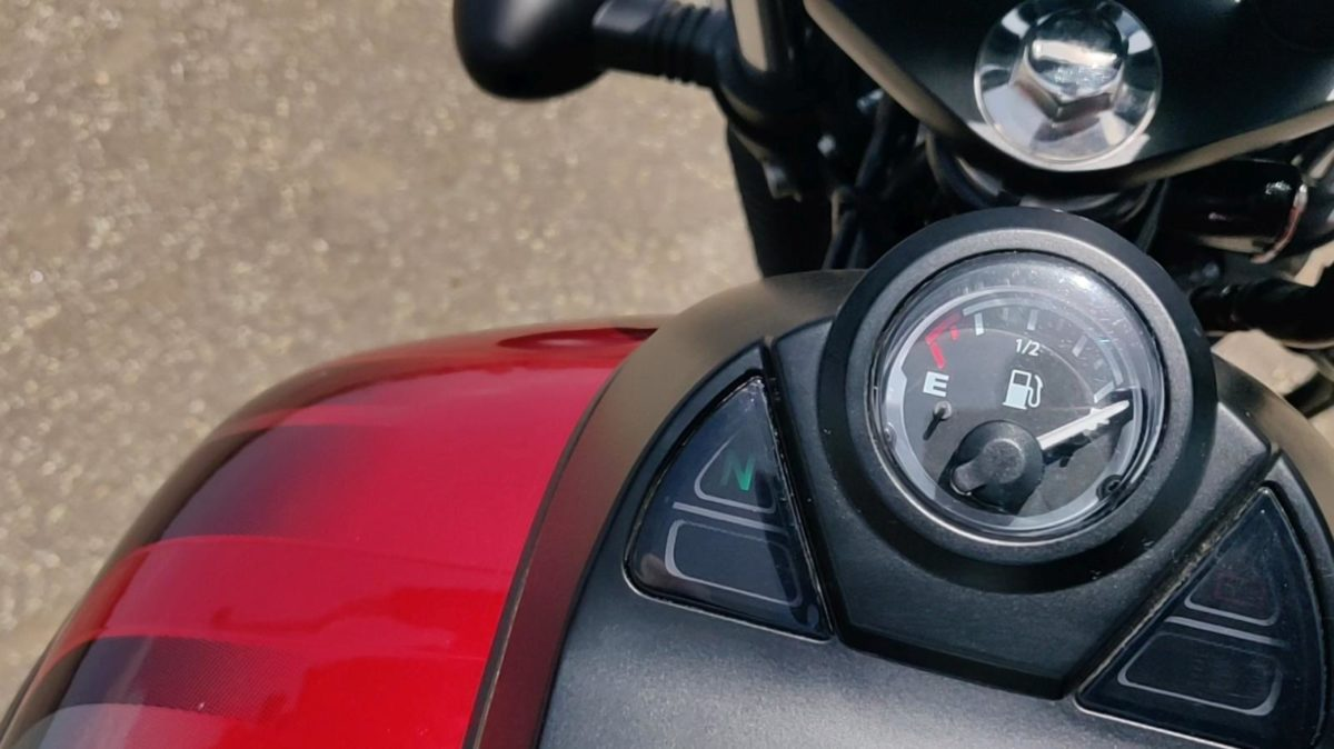 Bajaj Avenger Street 160 Review Fuel Gauge