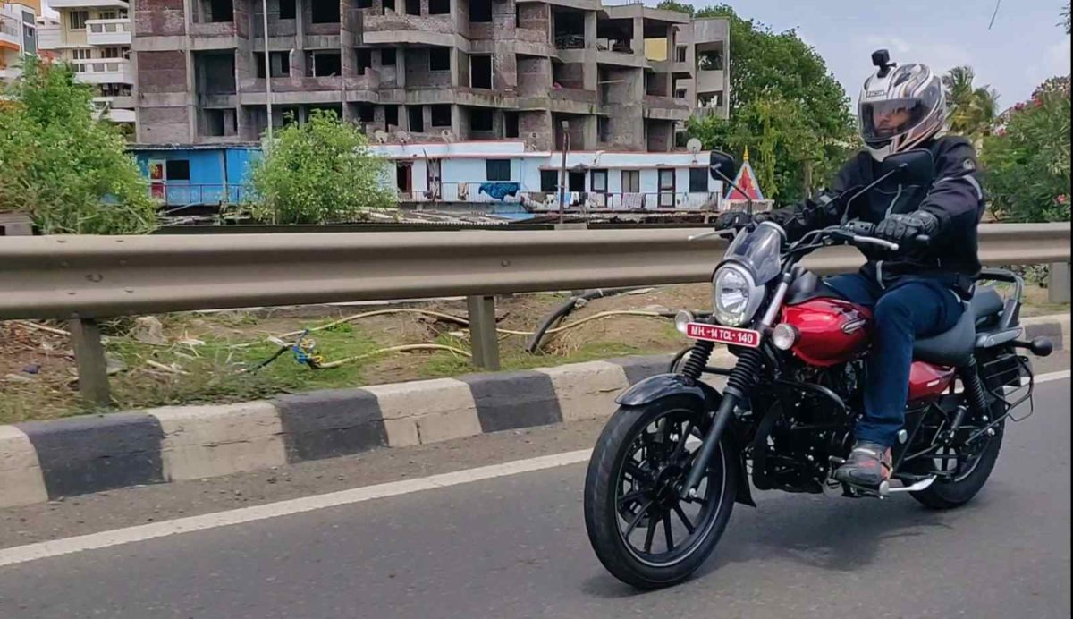 Bajaj Avenger Street 160 Review In motion