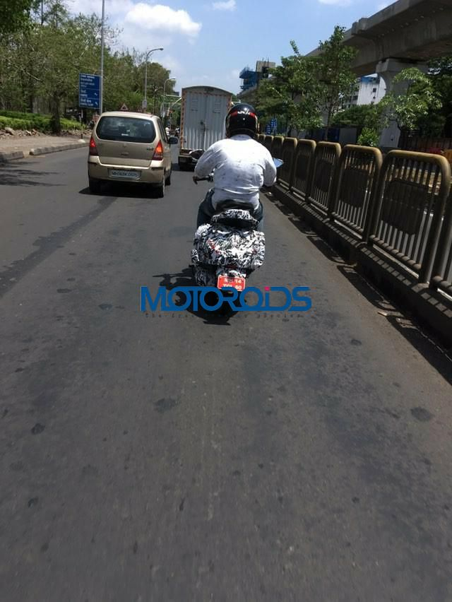 Bajaj Urbanite spied rear zoom out