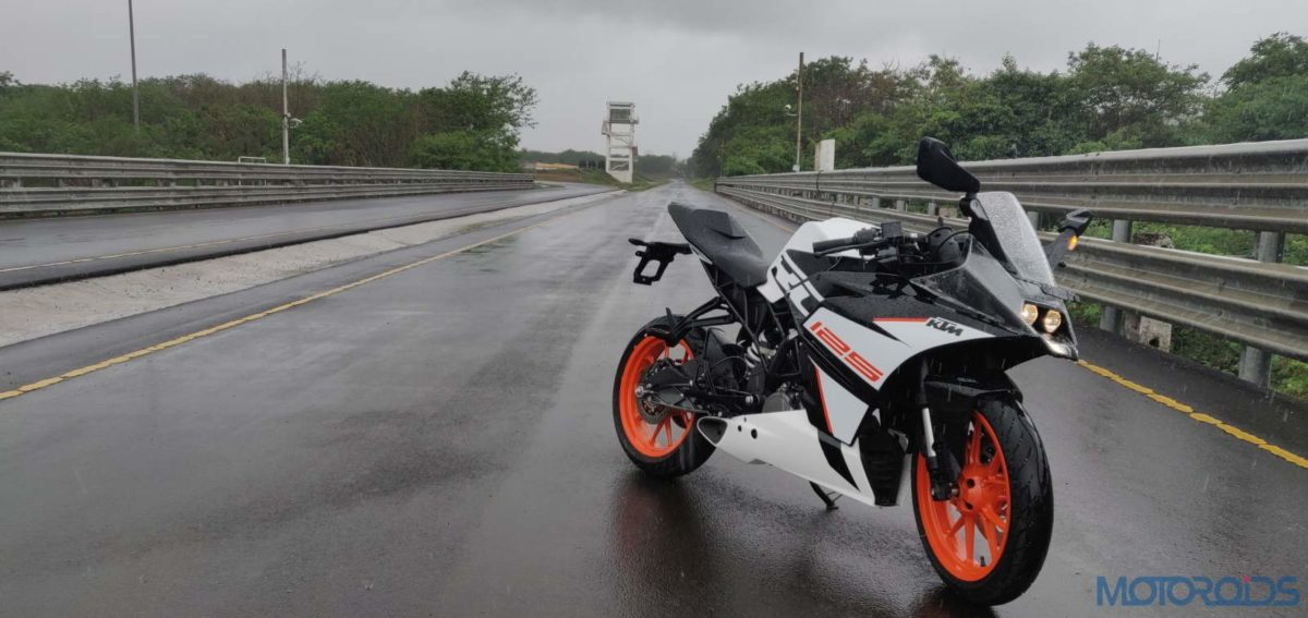 KTM RC 125 ABS Review Three quarters