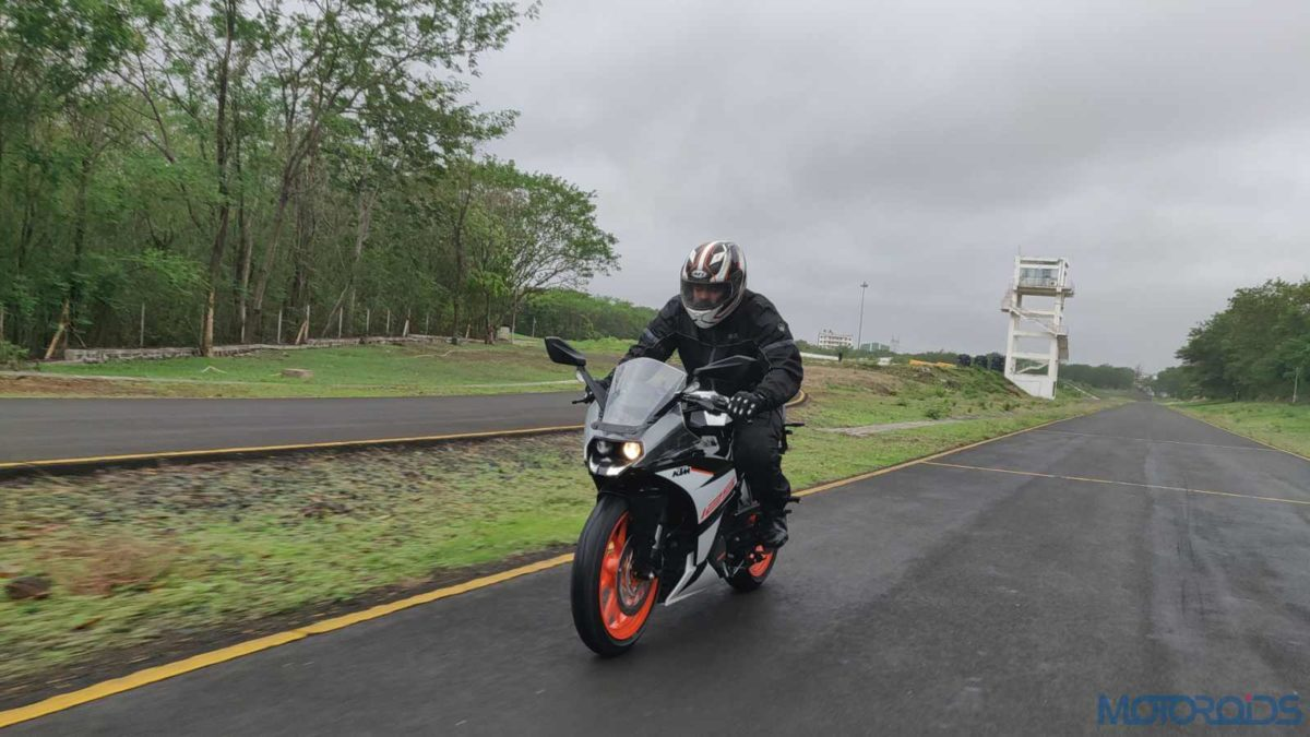 KTM RC 125 ABS Review in motion