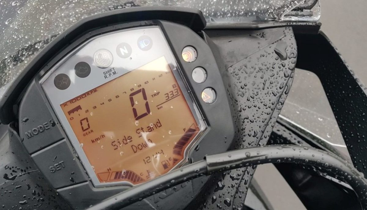KTM RC 125 ABS Review instrument cluster