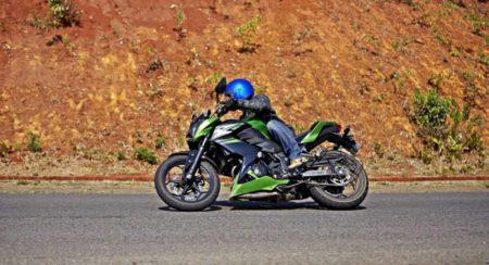 Kawasaki Z250 rolling side lean