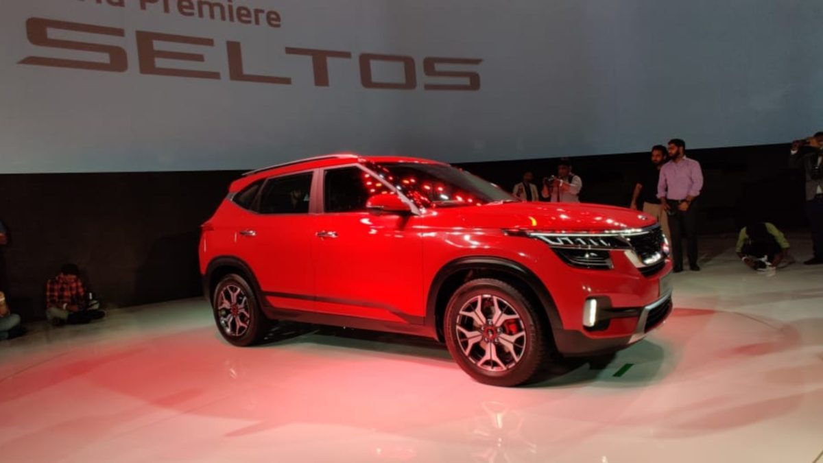 Kia Seltos Unveiled red side quarter (1)