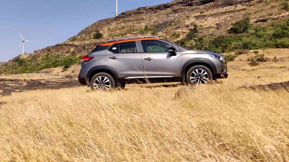 Nissan Kicks side with grass
