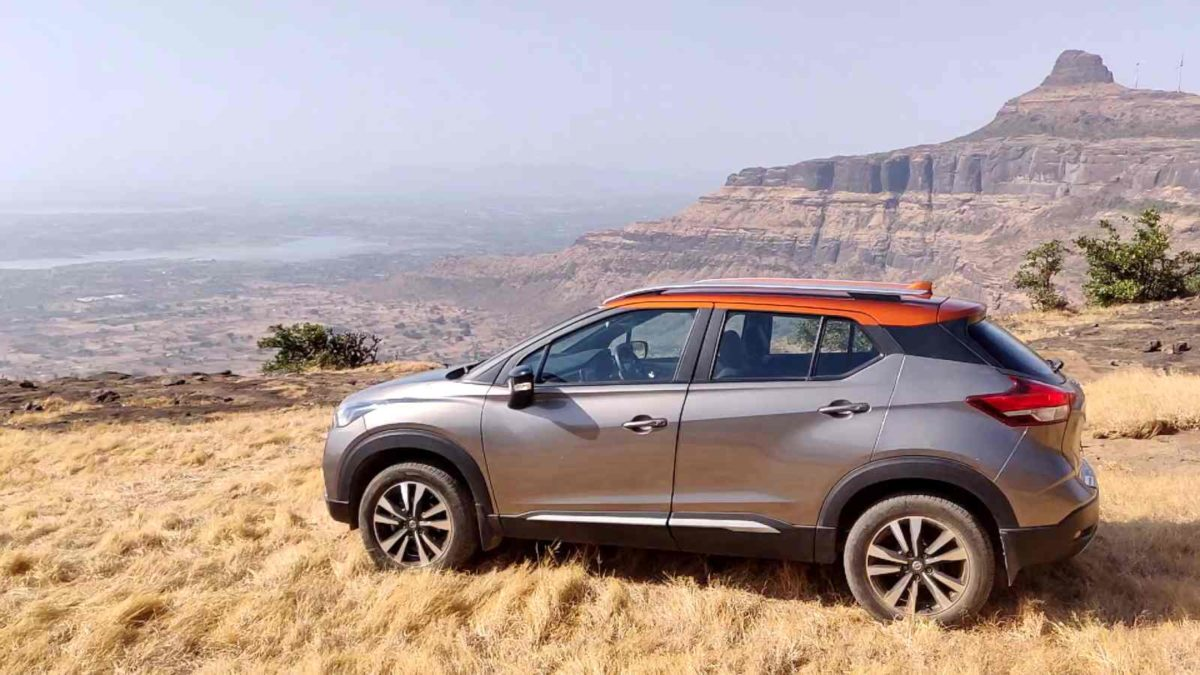 Nissan Kicks side with with a view