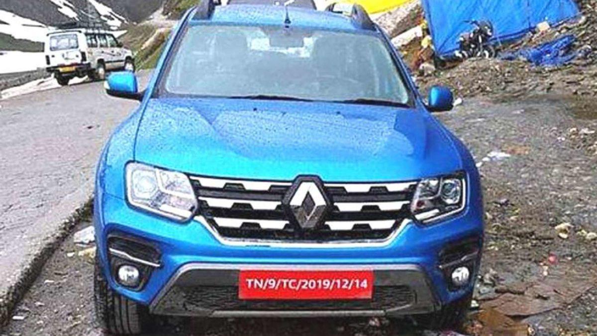 Renault Duster Facelift spy shot front