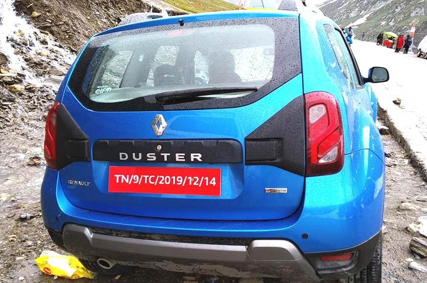 Renault Duster facelift spy shot rear