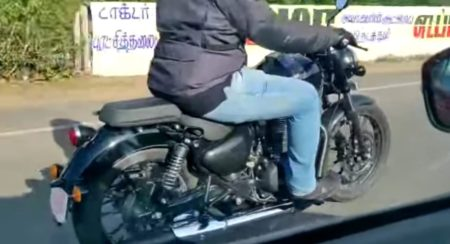 2020 Royal Enfield Thunderbird spied rolling side