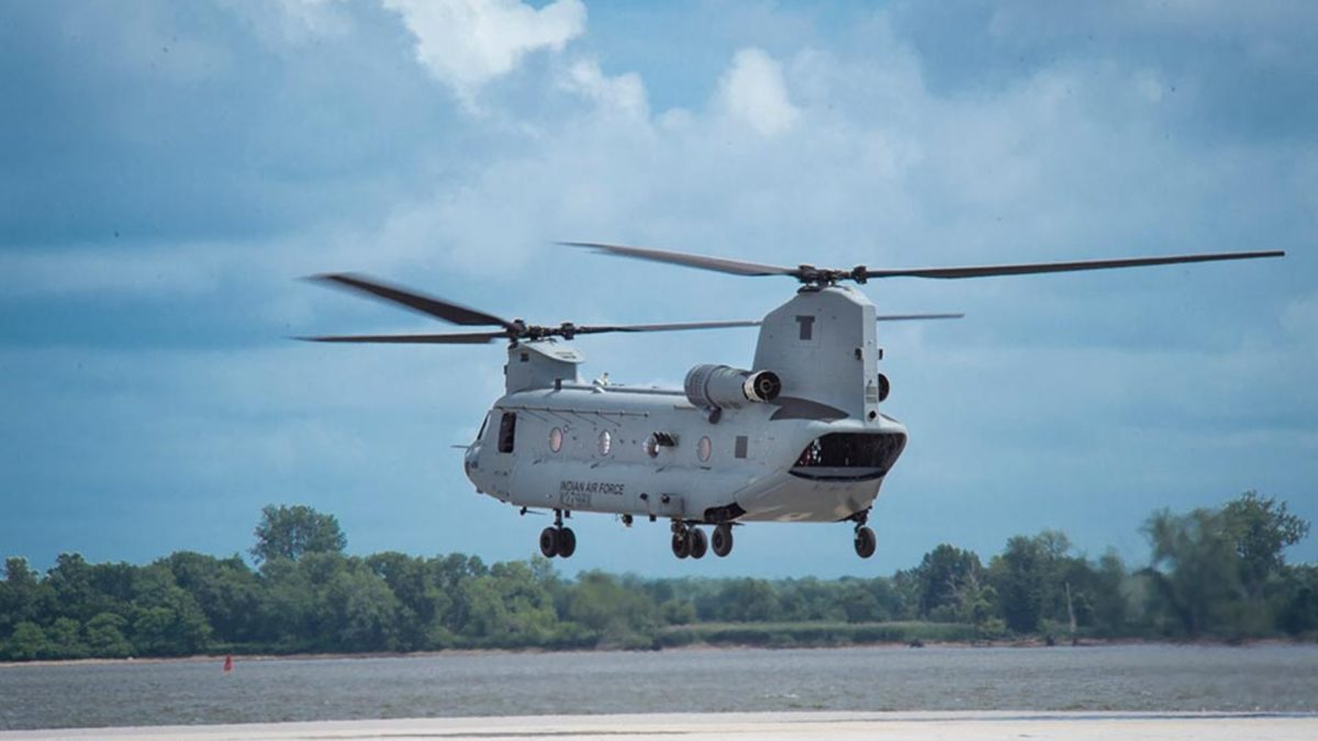 Boeing CH 47F (I) Chinook In air