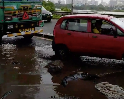 Massive pothole on Mumbai roads