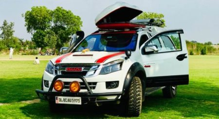 Modified Isuzu D-Max V-Cross Front quarter