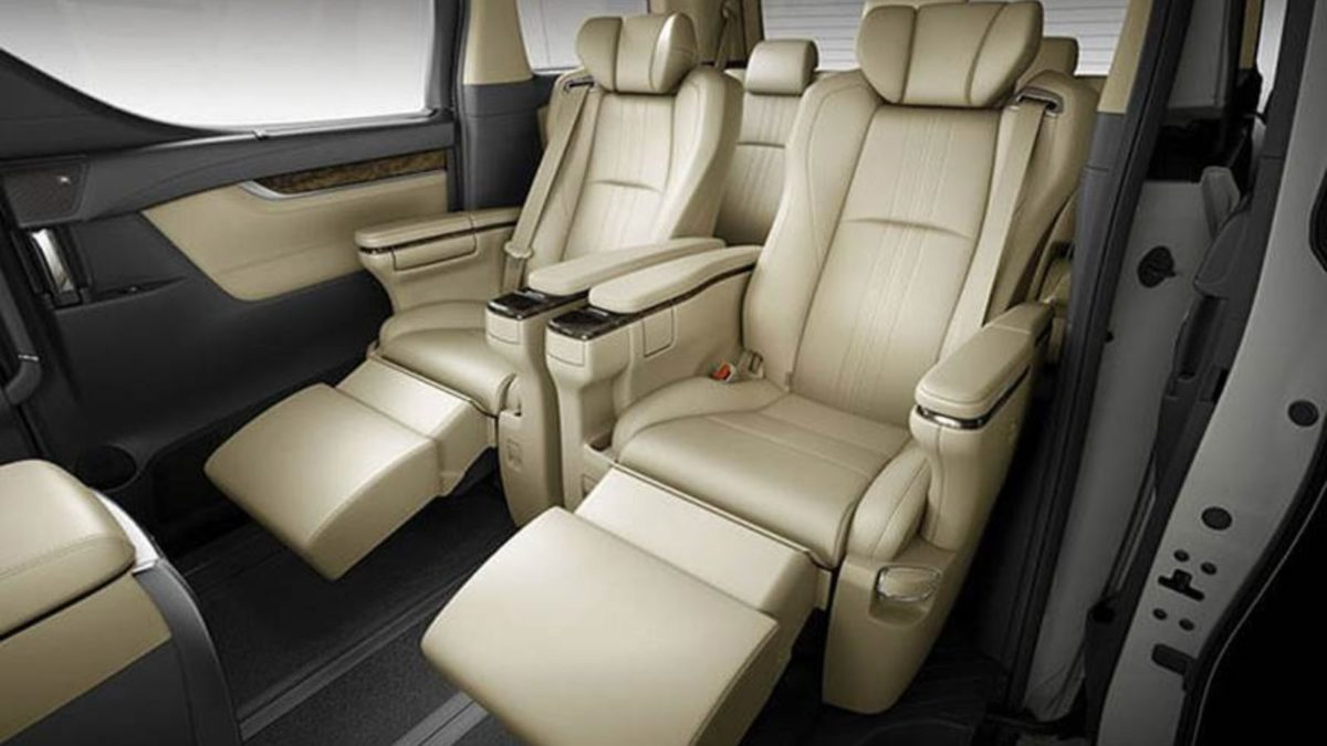 Toyota Vellfire second row