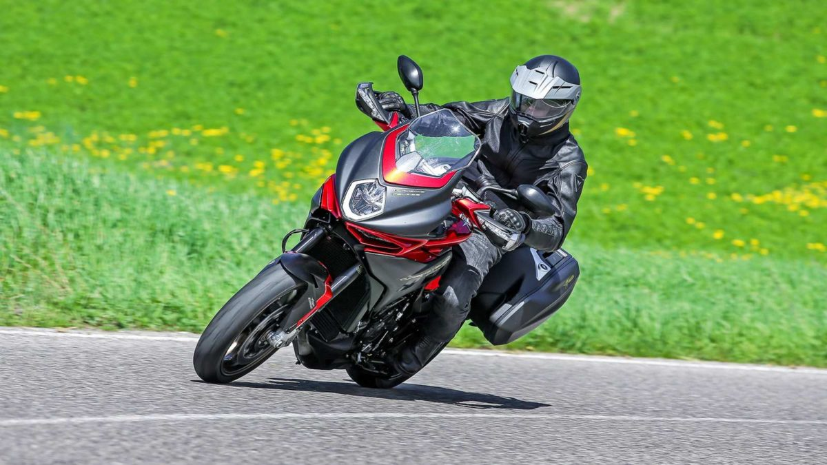 MV Agusta Turismo Veloce 800 India leaning
