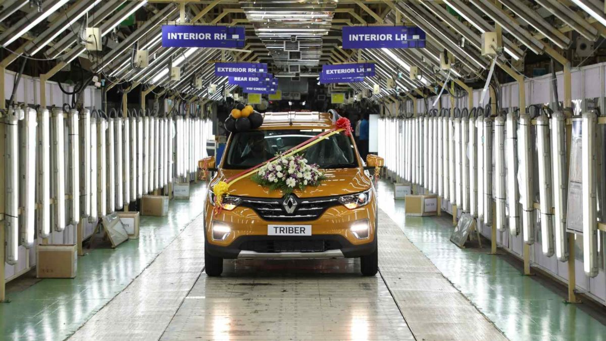 Renault rolls off assembly line front