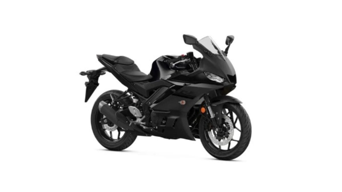 2020 Yamaha YZF R3 midnight black front quarter
